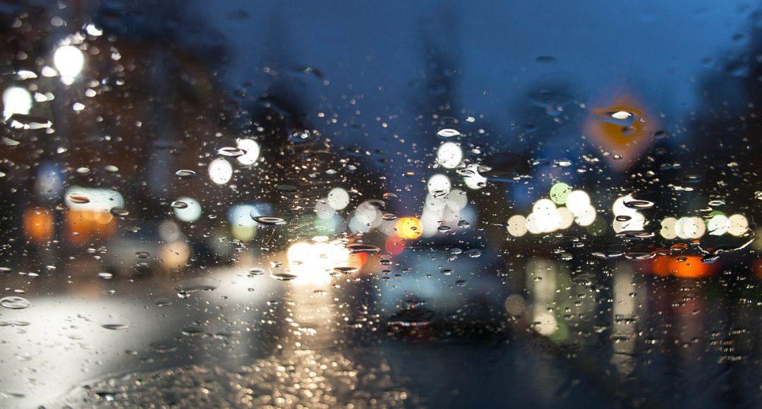 Úton az esőben
